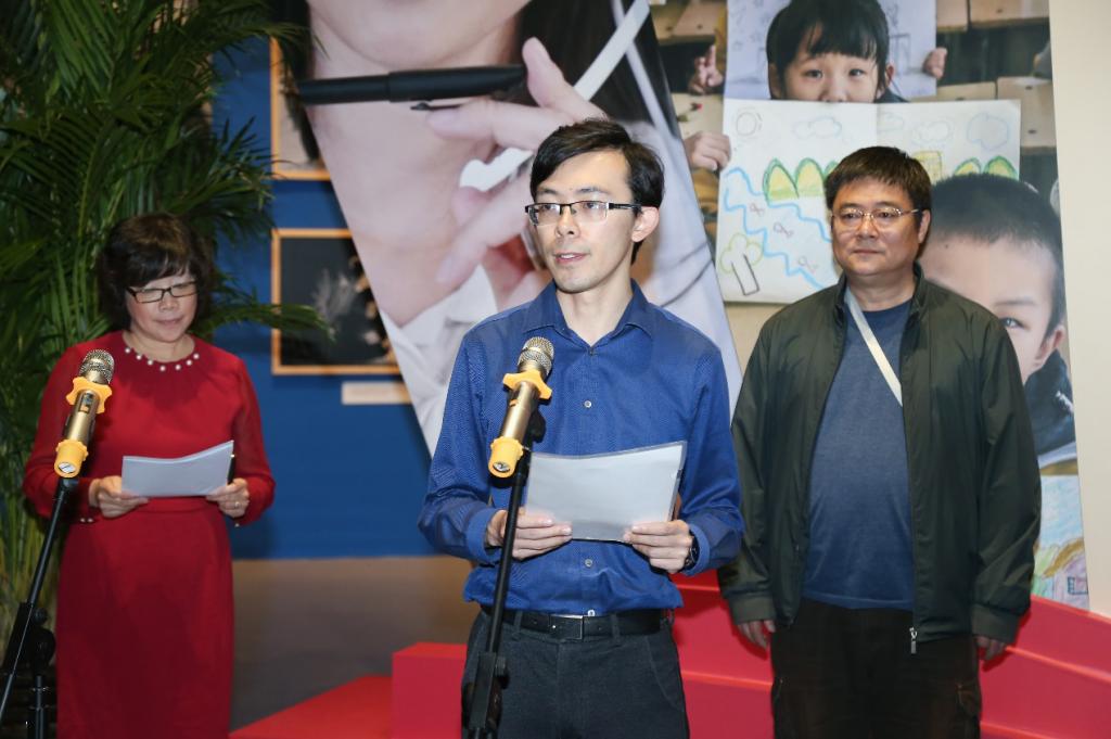 掌门1对1携手新华社•中国图片集团举办大型图片展 致敬新中国教育70周年-黑板洞察