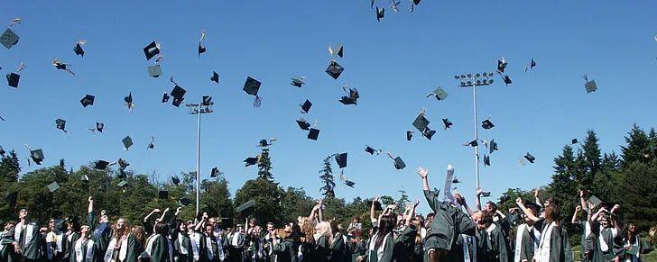 【黑板周刊】教育部明确高校不准强迫毕业生签订就业协议和劳动合同;作业帮完成E轮7.5亿美元融资;高德打车上线考生专车-黑板洞察